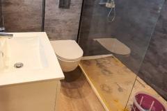 Letzte Arbeiten im neuen Duschbad