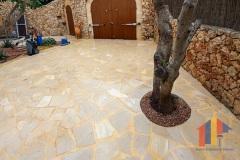 Einfahrt mit Santanyi Steinplatten